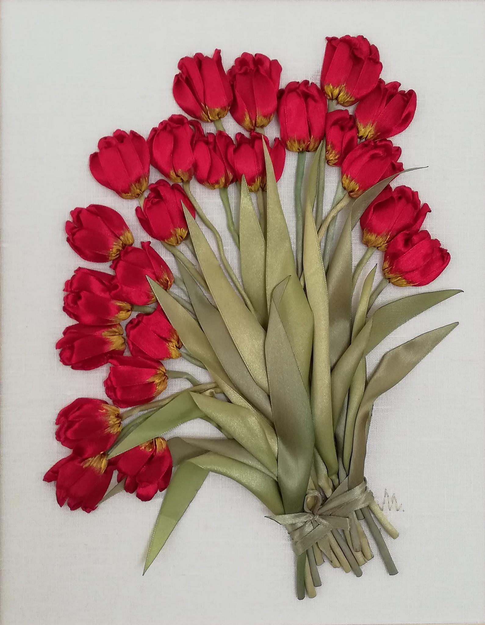 Na obrazku znajdują się czerwonki kwiatki z zielonymi łodygami.