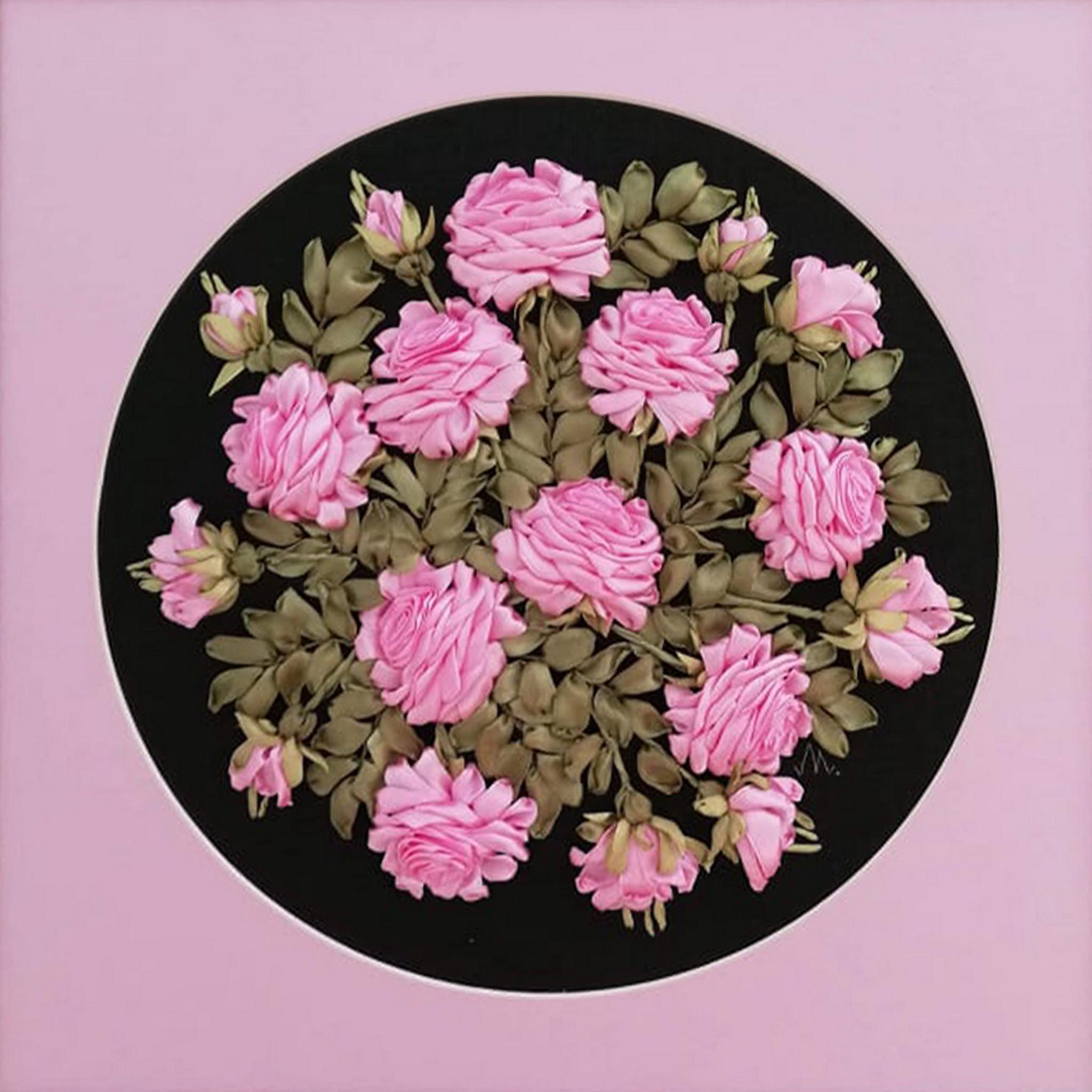 Obrazek przedstawia kompozycję kwiatową.